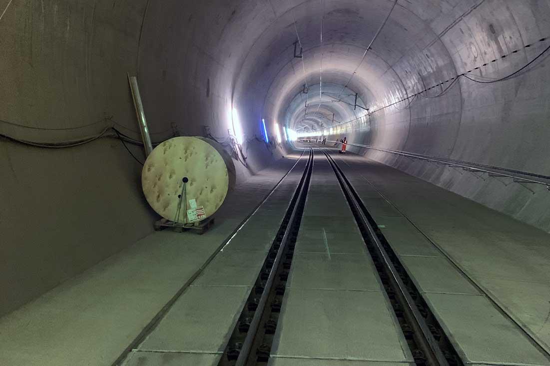 Bahnstationen-Bahnhoefen-Tunnelanlagen